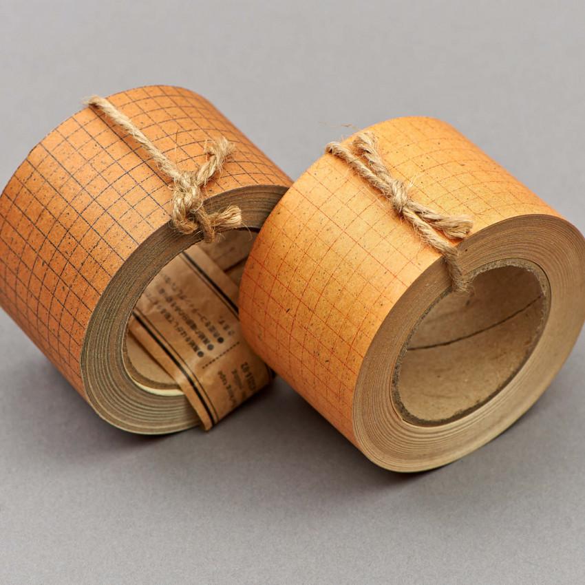 Festklebende Kraftpapier-Rolle