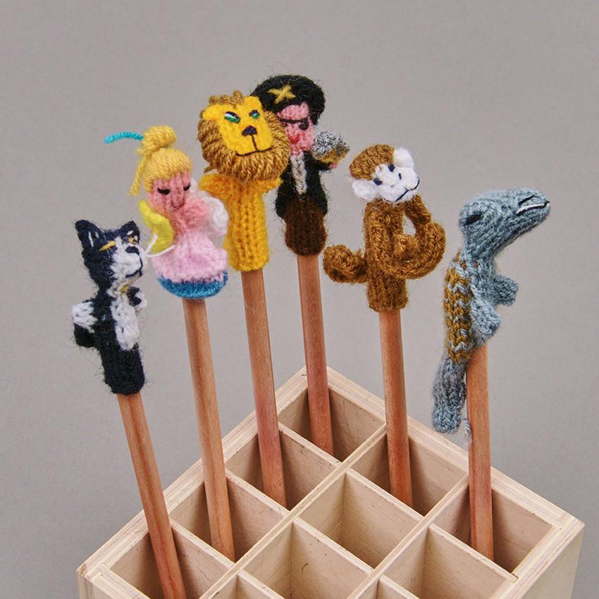 Bleistift mit Stifthütchen aus Wolle